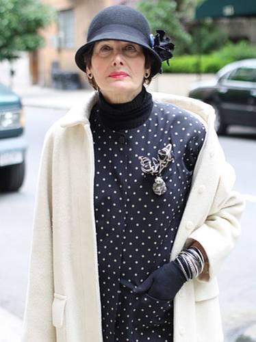 """Modetrends aus Manhattan: Bei der New Yorkerin Tracy Kendall ist das große Wort """"Stilikone"""" durchaus angebracht. In den Siebziger Jahren arbeitete sie als Stylistin. Auch heute noch beherrscht sie den klassisch-eleganten Look bis ins kleinste Detail."""