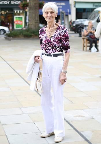 Modetrends aus Manhattan: Das ist Rita. Rita nennt sich selbst Very Old Grandmother - unter diesem Namen bloggt die Engländerin über ihr Leben in London, das Internet und das Älterwerden. Ari Seth Cohen hat sie für eine Ausstellung im Kaufhaus Selfridges fotografiert und ist ganz verzaubert von ihren humorvollen Blogeinträgen und ihrem sommerlich-frischen Outfit. Wir übrigens auch.
