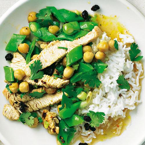 Schnell gemacht und strahlend in Grün und Gelb begrüßt uns dieses exotische Gericht. Durch die Zubereitung im Wok bleibt das Gemüse schön knackig und weniger Vitamine gehen verloren.  Zum Rezept: Asiatisches Putengeschnetzeltes