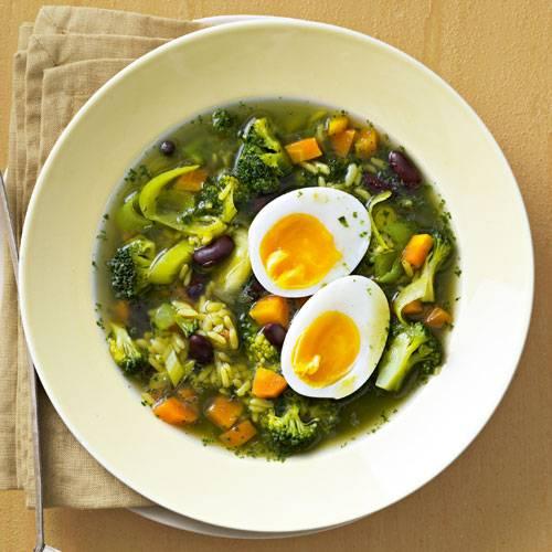 Reissuppe mit wachsweichem Ei