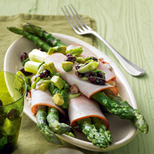 Spargel-Puten-Wraps mit Avocado-Salsa