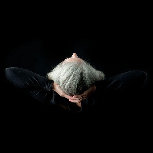 Haare: Beate Knappe ist weiterhin auf der Suche nach Frauen mit grauen, weißen oder silbernen Haaren. Wer Lust hat, sich von ihr fotografieren lassen, kann über ihre  Webseite  mit ihr in Kontakt treten.