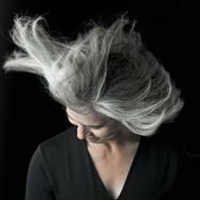 graue haare wachsen lassen grau werden sch n bleiben. Black Bedroom Furniture Sets. Home Design Ideas