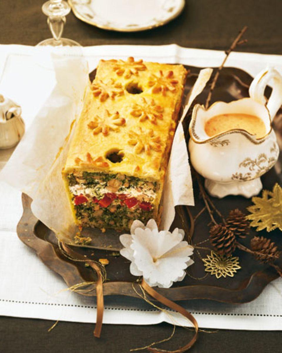 Die vegetarische Alternative zum Festtagsbraten - ein raffiniertes Gericht, das etwas Erfahrung und Fingerspitzengefühl erfordert - aber die Arbeit lohnt sich! Zum Rezept: Grünkohl-Pastete mit Paprikasoße