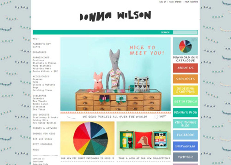 """Ob Teller, Plaids, Kissen, Hüte, Handschuhe oder kuriosen Knuddel-Kreaturen - die Sachen der schottischen Designerin Donna Wilson sind so bezaubernd, dass man sie am liebsten alle kaufen würde. Zurecht wurde sie 2010 zur """"Britischen Designerin des Jahres"""" gewählt."""