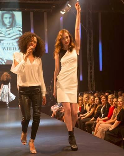 BRIGITTE Fashion Event: Das Kleid ist von Oui Collection und die Schuhe von JustFab. Sängerin Astrid North trägt eine Bluse von Schumacher, Hose von C&A und Schuhe von Jean-Michel Cazabat.