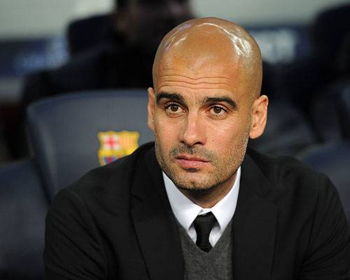 Bundesliga: Schwarzer Designer-Anzug, passende Krawatte und ein tadelloser Dreitagebart: Nicht nur als Trainer pflegt Guardiola seinen ganz eigenen Stil.