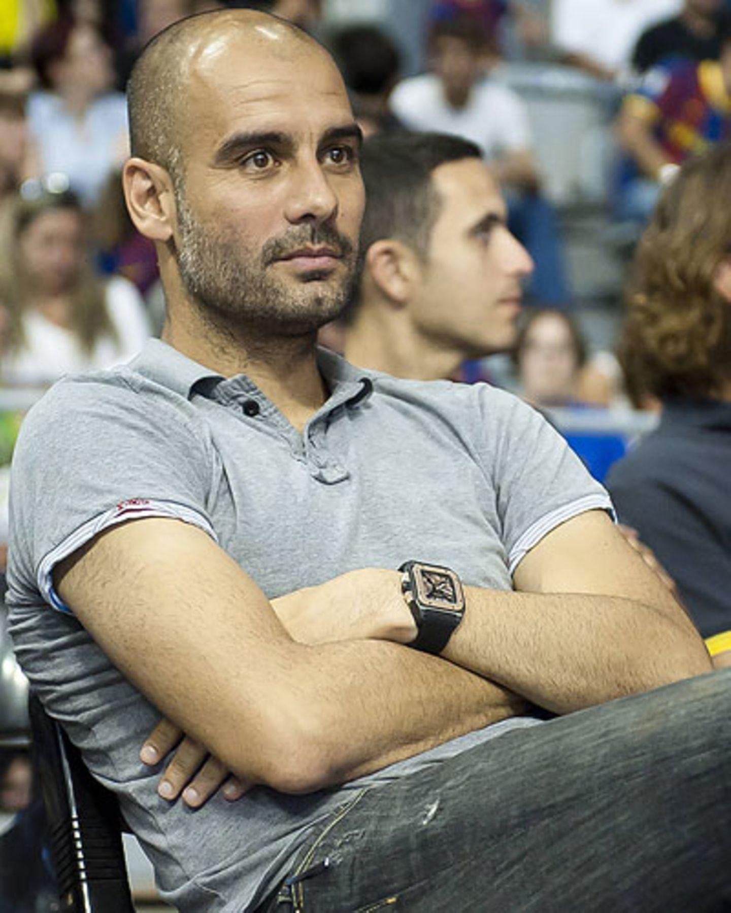 Vier Jahre lang war Guardiola beim FC Barcelona für den Zauberfußball der Katalanen zuständig und holte mit Spielern wie Messi und Piqué insgesamt 14 Titel. Jetzt tritt er als erster spanische Trainer in der Bundesliga seinen Dienst an.