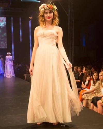BRIGITTE Fashion Event: Das schulterfreie Kleid ist von Sibilla Pavenstedt.