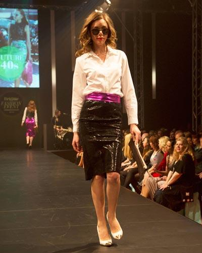 BRIGITTE Fashion Event: Bluse: Jake's über Peek & Cloppenburg. Rock: Asos. Gürtel: Elloello. Clutch: Gianni Chiarini. Schuhe: Deichmann. Brille: Mykita.