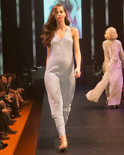 BRIGITTE Fashion Event: Hellblaues Maxikeid von Sack's. Sandalen: Varese.