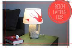 Eine Betonlampe ist grau? Diese hier ist bunt und macht wunderbar stimmungsvolles Licht. Johanna Rundel zeigt, wie man eine Betonlampe gießt. Zur Anleitung Betonlampe.