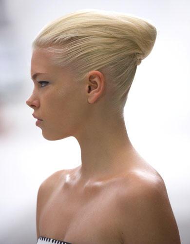 Lust auf eine andere Frisur? Inspirationen bei Katrantzou