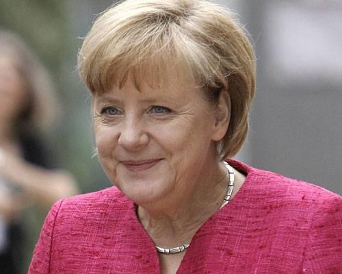 BRIGITTE LIVE: Happy Birthday, Angela Merkel! Die Kanzlerin wird am 17. Juli 59 Jahre alt. Viel Zeit zum Feiern wird sie allerdings nicht haben. Wahlkampf, NSA-Skandal, Euro-Krise. Der Terminkalender ist voll und der Druck auf Angela Merkel hoch. Wir nehmen uns jedoch ein wenig Zeit, um einmal auf die Stationen ihres Lebens zu schauen. Angefangen mit ihrer Kindheit. Mehr bei BRIGITTE.de: Angela Merkel: Fünf Gründe für ihren Erfolg Angela Merkel bei BRIGITTE LIVE Cover Girl Merkel: Wie die Welt sie sieht