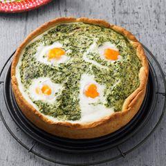 Spinat-Ricotta-Kuchen mit Spiegelei