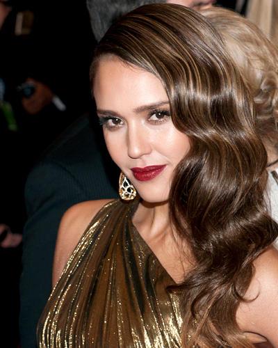 Dunkelrote Lippen: Jessica Alba