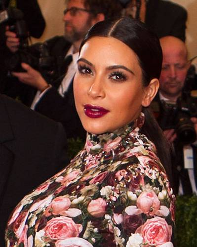 Dunkelrote Lippen: Kim Kardashian