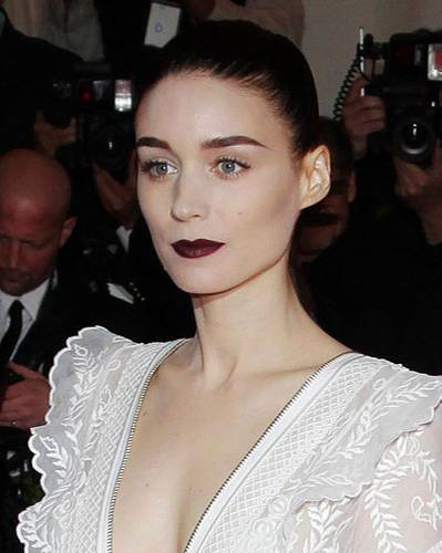 Dunkelrote Lippen: Rooney Mara