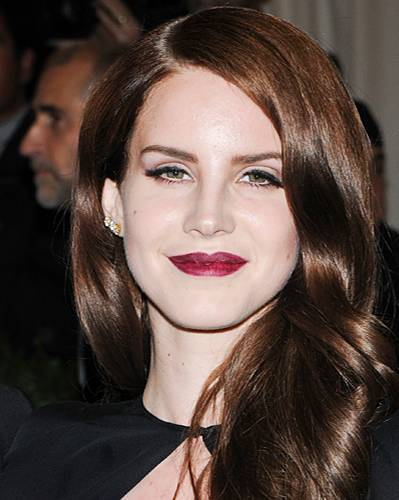 Dunkelrote Lippen: Lana Del Ray