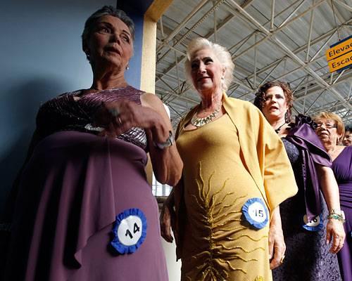 Stil: Aufmarsch der Ü-60-Beauties: Der Schönheitswettbewerb fand im Rahmen der Muttertag-Feierlichkeiten statt und wurde vom Gesundheitsministerium veranstaltet. Mehr bei BRIGITTE-woman: Schöne Töchter: Ganz die Mama Streetstyle New York: Stil für Fortgeschrittene Der Look von Tilda Swinton