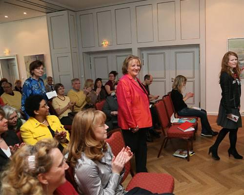 BRIGITTE LIVE: Sonntag, 21.4., kurz nach 11 Uhr: Justizministerin Sabine Leutheusser-Schnarrenberger betritt das Münchner Künstlerhaus zum BRIGITTE-LIVE-Gespräch mit den BRIGITTE-Redakteuren Claudia Kirsch und Georg Cadeggianini.    Mehr bei BRIGITTE.de: BRIGITTE LIVE: Alle Veranstaltungen im Überblick Das nächste Event: Angela Merkel in Berlin.