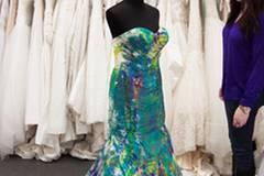 Ihr Hochzeitskleid wurde in einem Brautmodengeschäft in ihrem Heimatort Memphis in Tennessee ausgestellt.