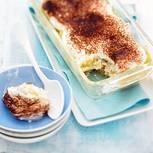 """Als Dessert ist Tiramisu oft zu wuchtig. In unserer Schlank-Version heißt es: Mascarpone adé und erfrischendes Apfelkompott unter die Quark-Frischkäse-Haube. Und weil es ohne Alkohol ist, ist das Rezept auch für Kinder geeignet. Zum Rezept: Tiramisu """"light"""""""