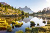 Ursprünglich und karg ist der Naturpark Fanes-Sennes-Prags in den Pragser Dolomiten. Dieschwer zugänglichen Berge, die ausgedehnten Hochflächen und die traditionell bewirtschafteten Almenmachen ihn zu einem wunderbaren Fleckchen Erde.