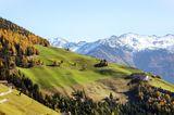 Wo sonst als in den Bergen sehen wir saftig grüne Wiesen und Schnee?Und das alles brauchen wir mit (fast) niemandem zu teilen!