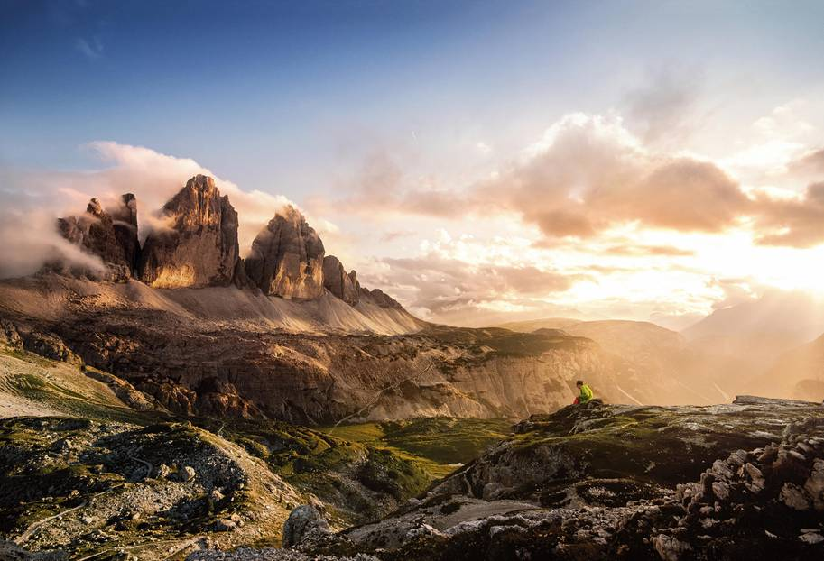 Majestätische Wolkenkratzer: Die Drei Zinnen gelten als Wahrzeichen der Dolomiten und zählen zum Unesco-Weltnaturerbe.Die Große Zinne in der Mitteist mit 2999 Meternder höchste Gipfel der Gruppe, die besonders bei Kletterern populärist. Aber auch zum Anschauen sind die Felsen wunderschön.