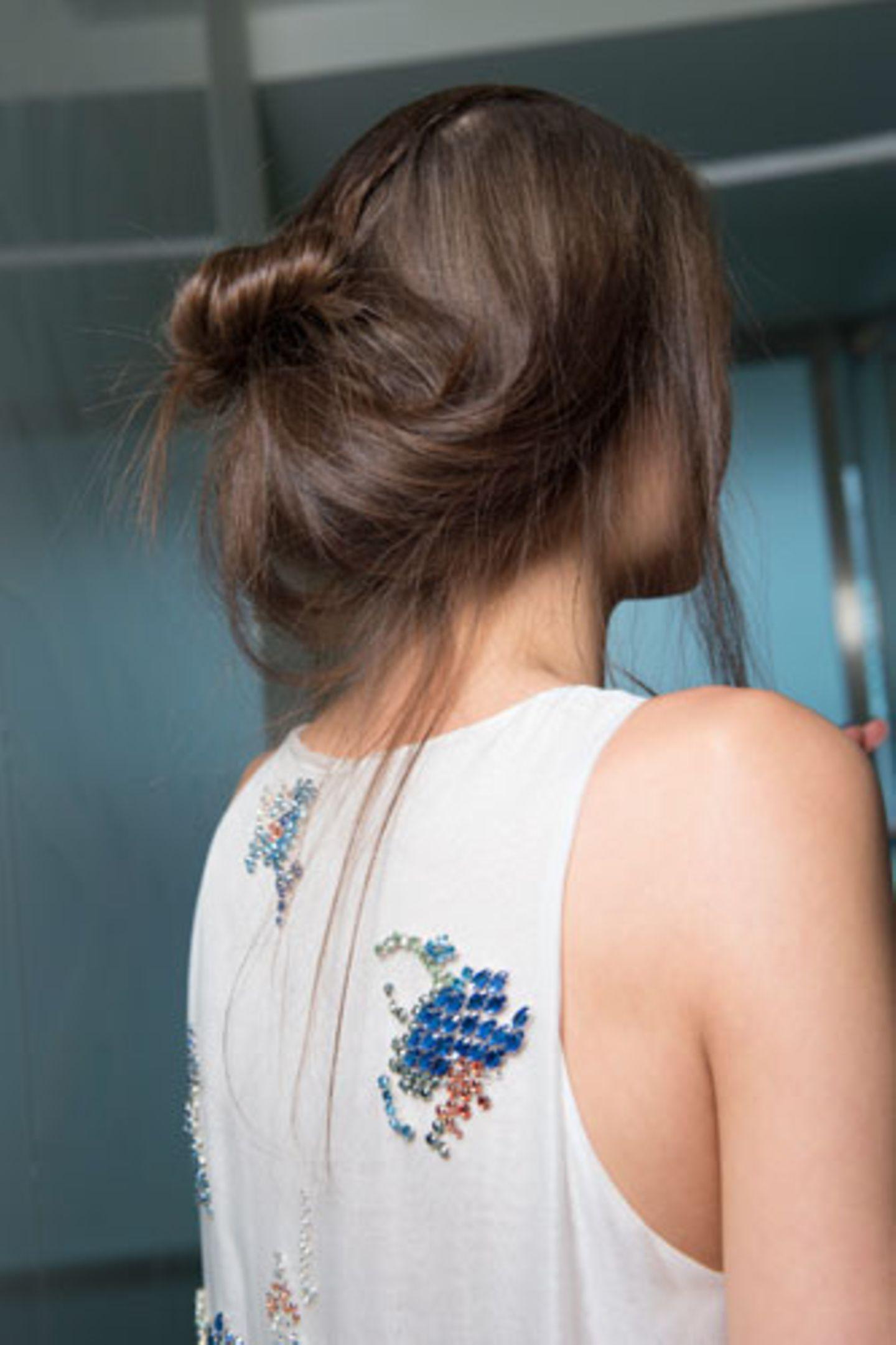 Trendfrisuren 2015: Dutt Frisur bei Antonio Berardi von hinten