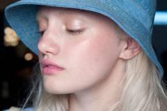 Trendfrisuren 2015: Der Clavi-Cut bei Karen Walker