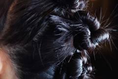 Trendfrisuren 2015: Dutt-Frisur bei Marc by Marc Jacobs