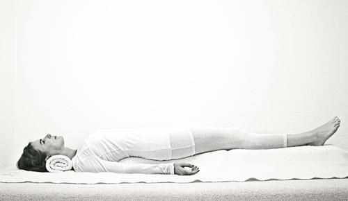 schlafst rungen sanfte yoga bungen zum einschlafen. Black Bedroom Furniture Sets. Home Design Ideas
