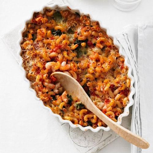 Abnehmen: Spinat-Tomaten-Gratin Schmeckt so super, wie er aussieht und eröffnet unseren Reigen mit Rezepten zum Abnehmen mit Nudeln. Der vegetarische Auflauf aus Nudeln, Tomaten, Blattspinat und Sauermilchkäse braucht allerdings etwas Zeit, weil er im Ofen gebacken wird.    Zum Rezept: Spinat-Tomaten-Gratin Mehr vegetarische Pasta-Rezepte