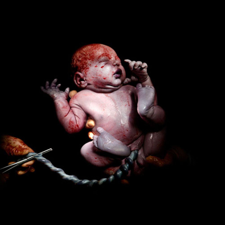 Kevin, 13 Sekunden alt - geboren am 27.12.2013 um 10:36 Uhr, 4,36 kg