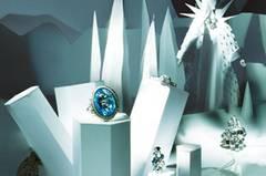 """""""Die Schneekönigin"""": Weissgold, Kristalle und Eisblaue Edelsteine spiegeln die strahlendsten Facetten des Winters wieder."""