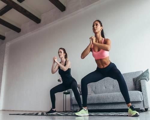 15-Minuten-Workout: Squat mit Drehung