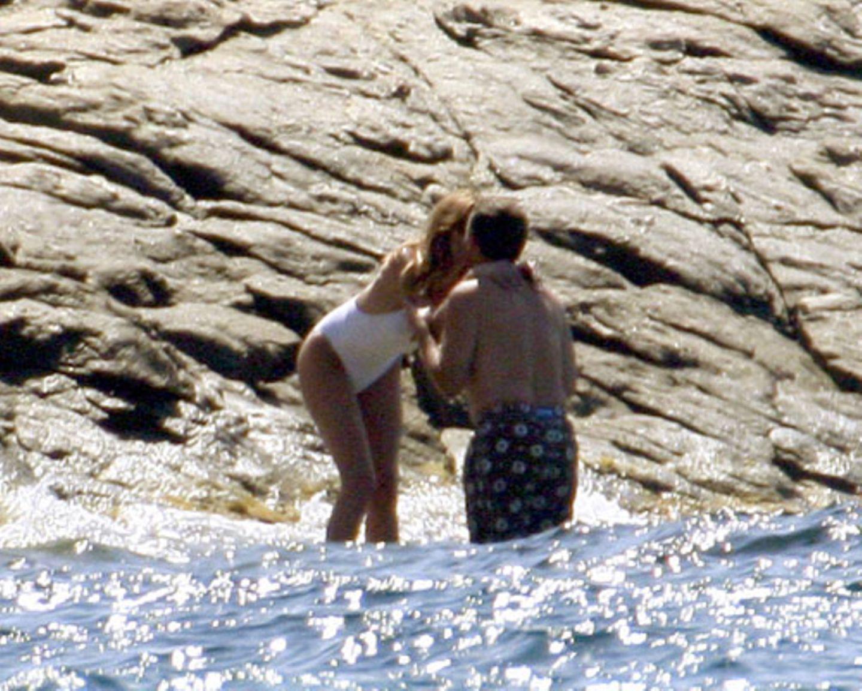 Bruni Sarkozy baden kuss
