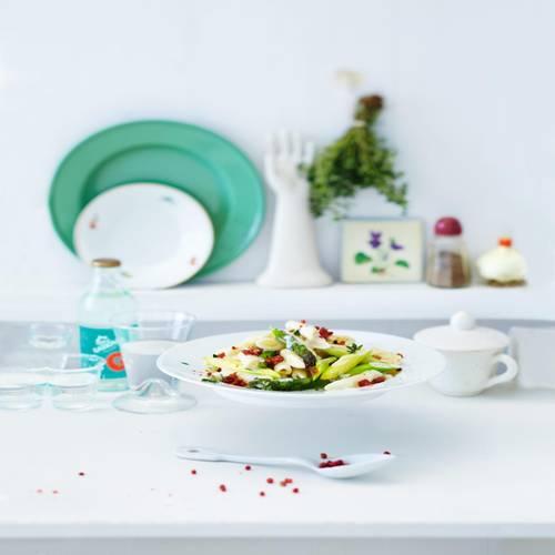 Pasta mit grünem Spargel und getrockneten Tomaten