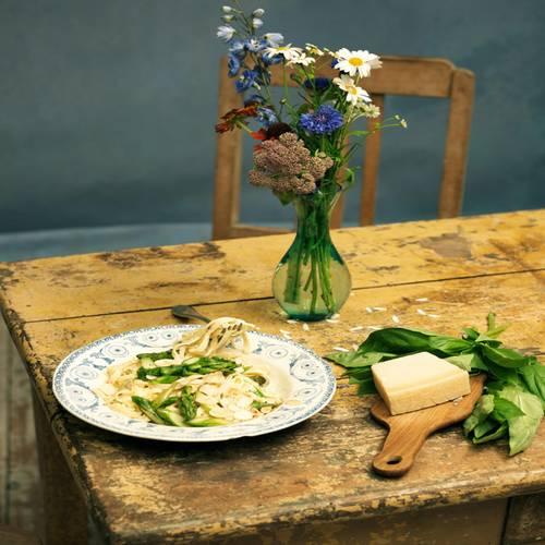 Tagliatelle mit grünem Spargel und Mandelblättchen