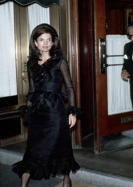 1970: Jackie Onassis im kleinen Schwarzen