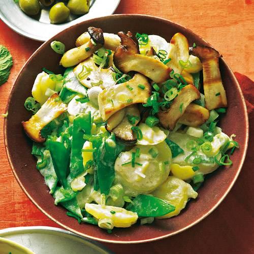 Caprino ist ein Ziegenkäse und das ganz gewisse Extra in diesem herrlich üppigen Salat. Rezept: Kartoffelsalat Caprino mit gegrillten Kräuterseitlingen