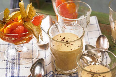 Espresso-Zabaglione mit Obstsalat