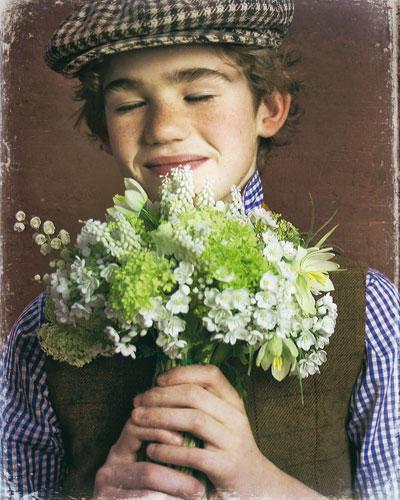 Bouquet aus Maiglöckchen, weißen Hyazinthen, Allium und Schneebällen