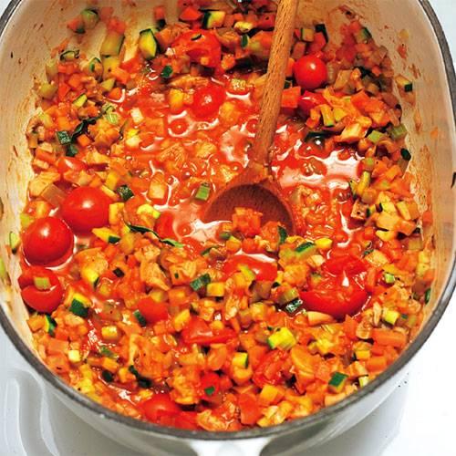 Mit frischen Pilzen, Tomaten und viel Gemüse kommt diese Lasagne fleischfrei daher und zeigt wieder einmal: Auch vegetarisch können sonst typische Fleischgerichte köstlich schmecken. Zum Rezept: Gemüse-Lasagne