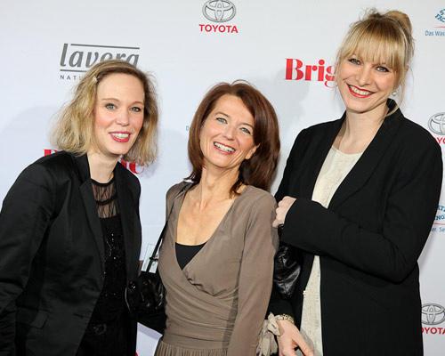 Christine Bausewein rechts (Chanel) und Begleitung (links), Mitte: Iris Müller
