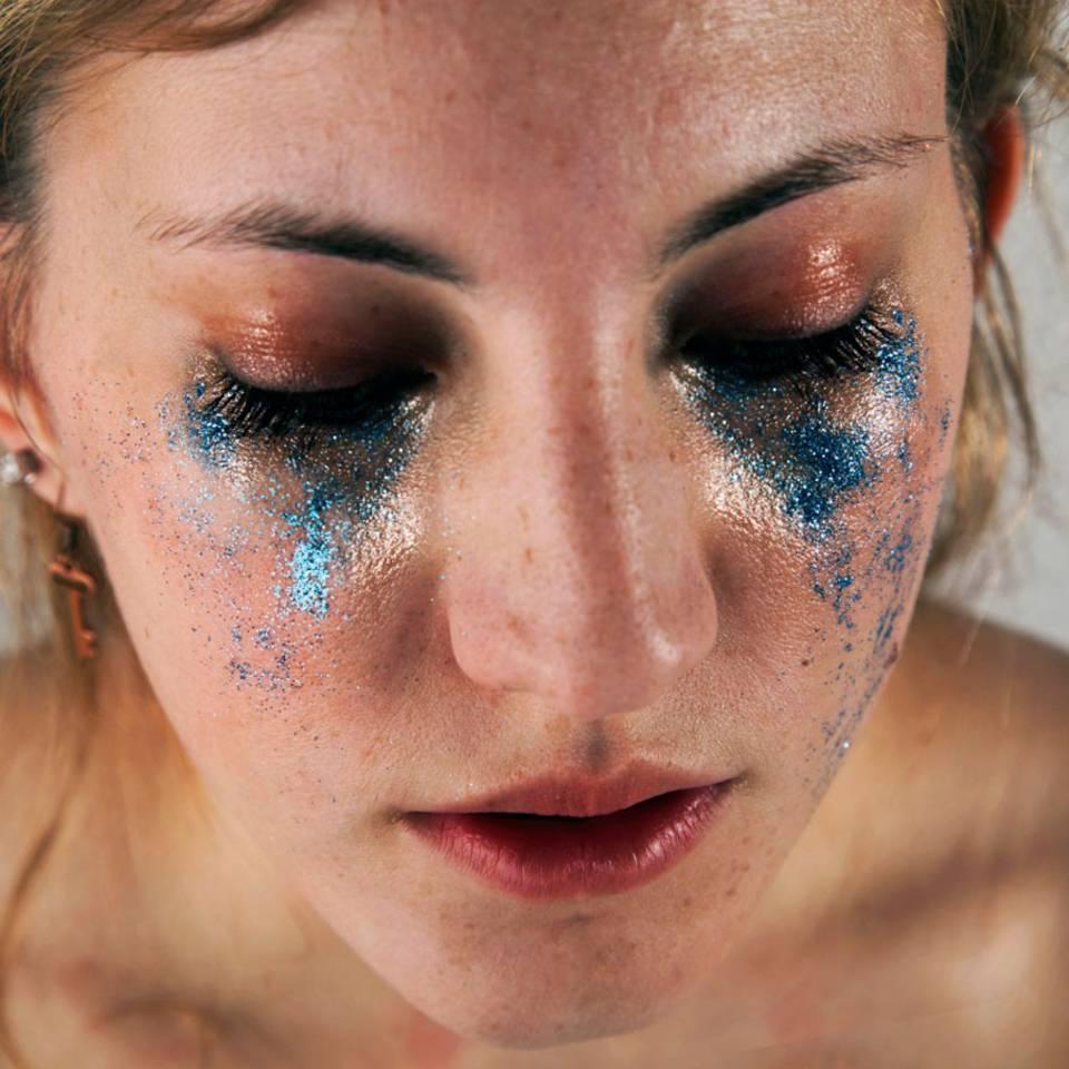 Glitzer statt Tränen: Was wäre, wenn unsere Verletzlichkeit funkeln würde?