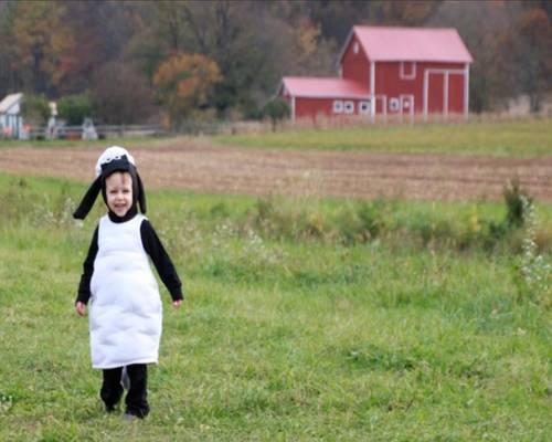 Süßes Kinderkostüm als Shawn das Schaf