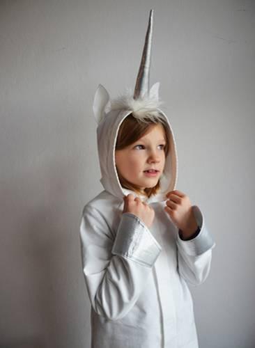Der Einhorn-Einteiler ist ein tolles Kinderkostüm zum Kaufen